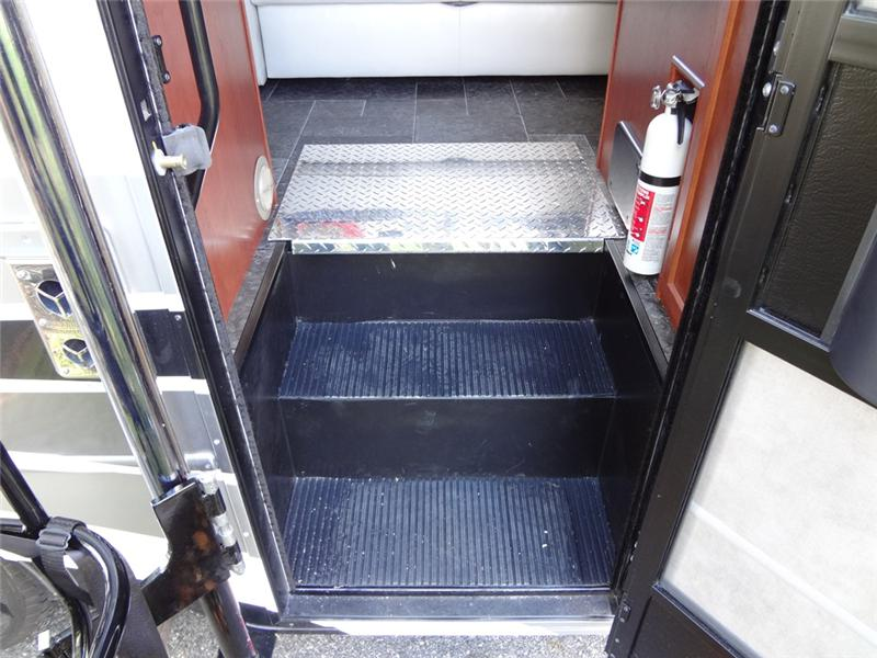 RV Coach Lift Stepwell Platform 1