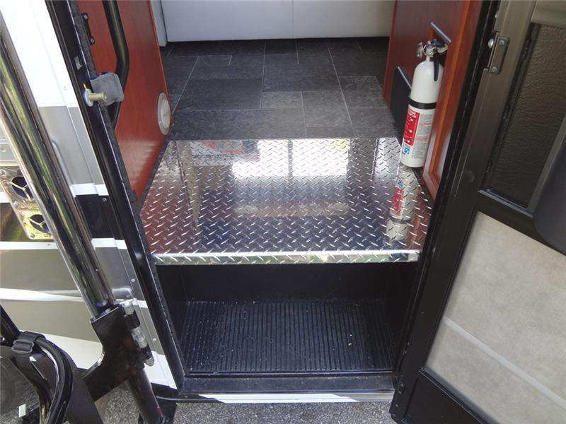 RV Coach Lift Stepwell Platform 2